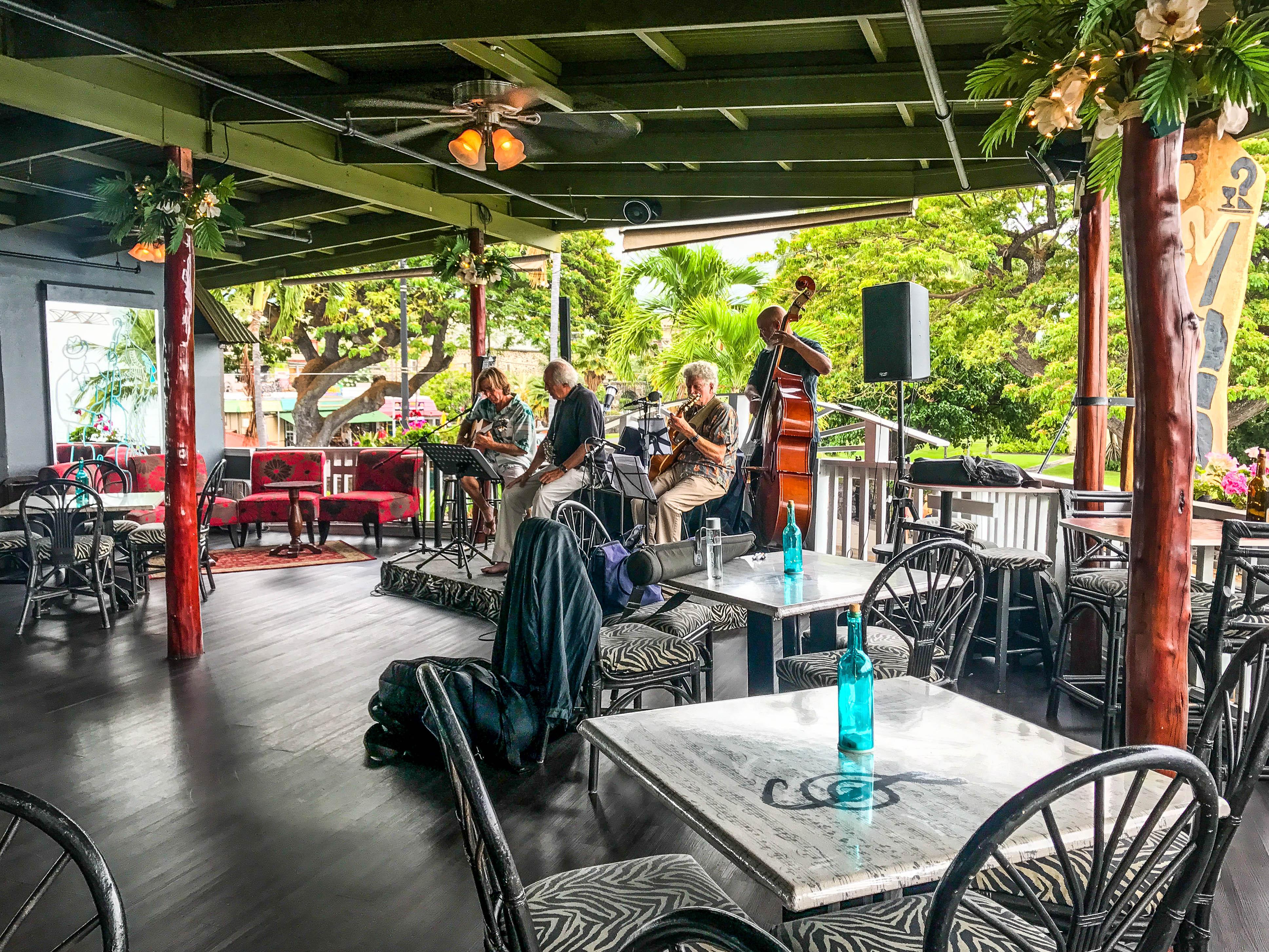 Gertrude's Jazz Bar - The Best Bars in Kona, Hawaii