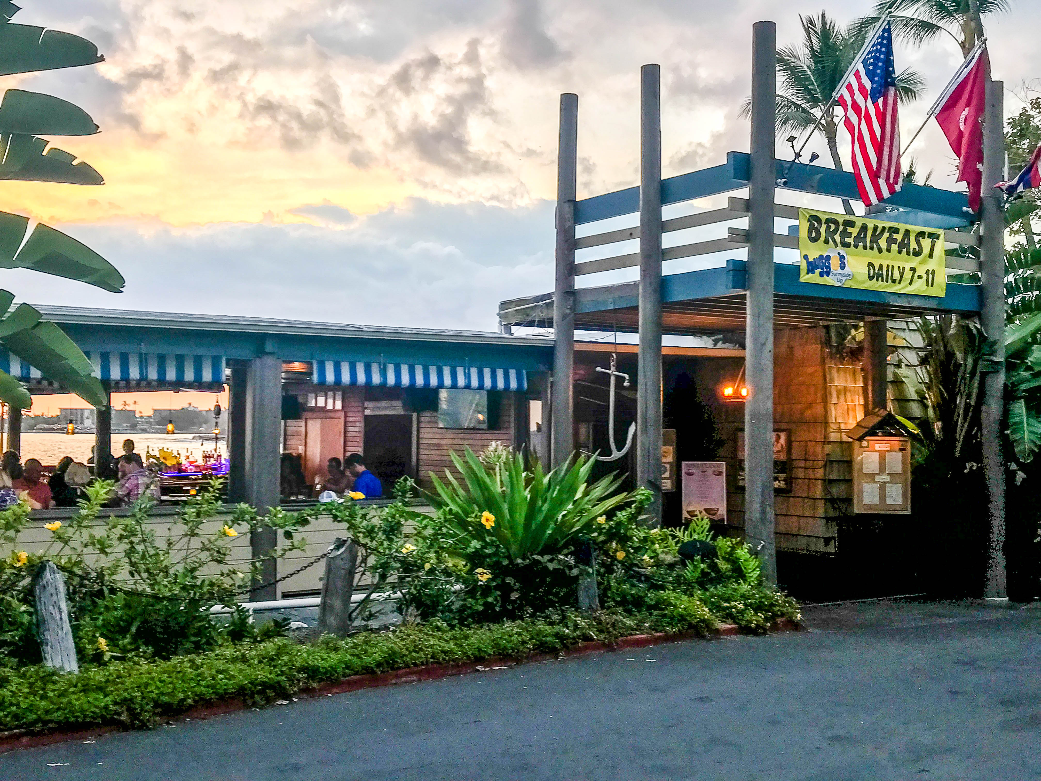 Huggo's - The Best Bars in Kona, Hawaii