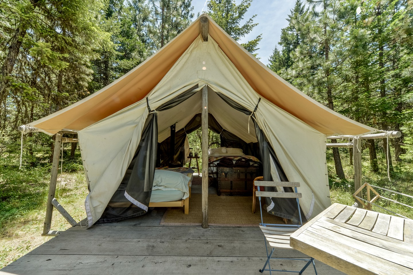 Glamping in Pacific Northwest: Oregon Safari Tent