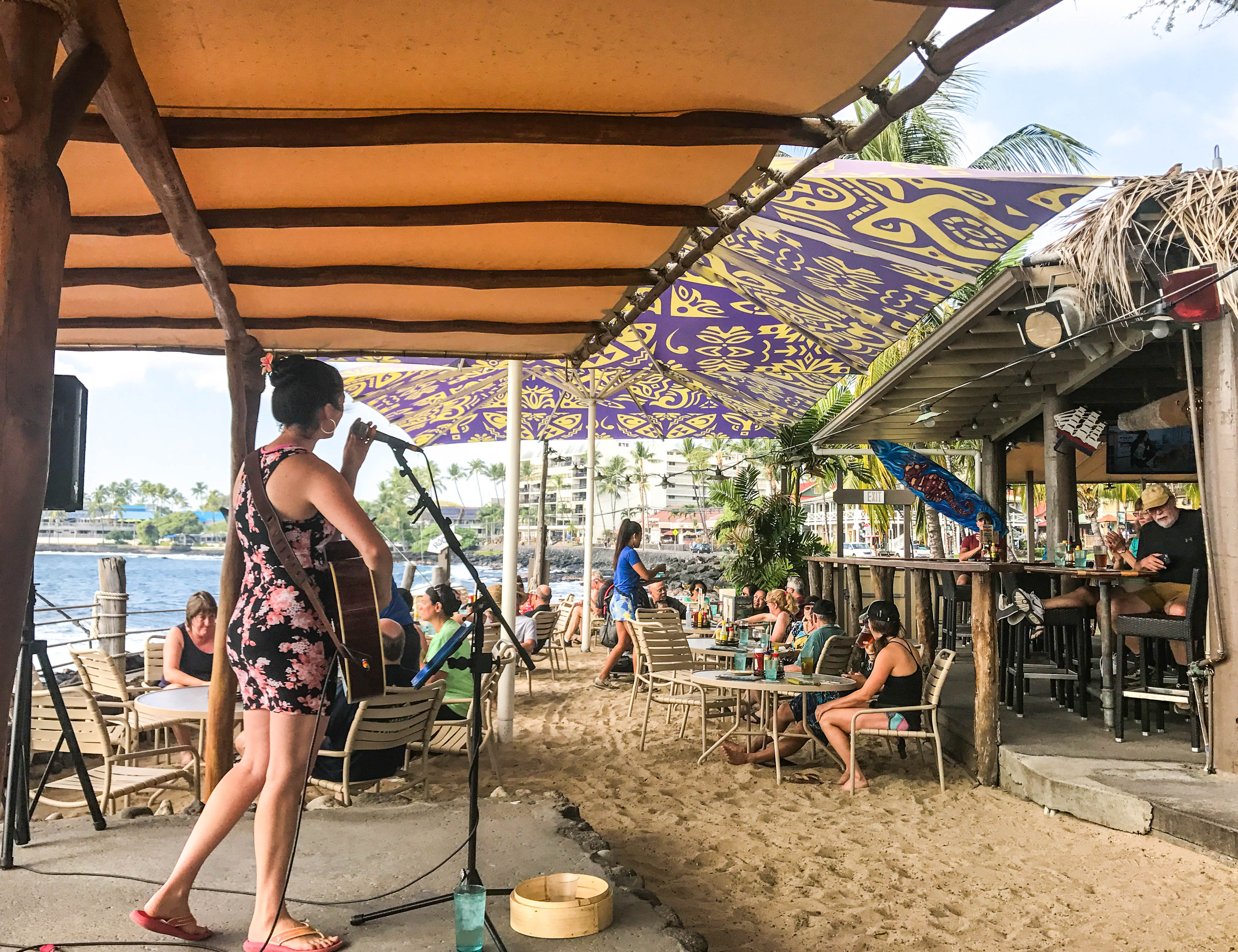 On The Rocks - The Best Bars in Kona, Hawaii