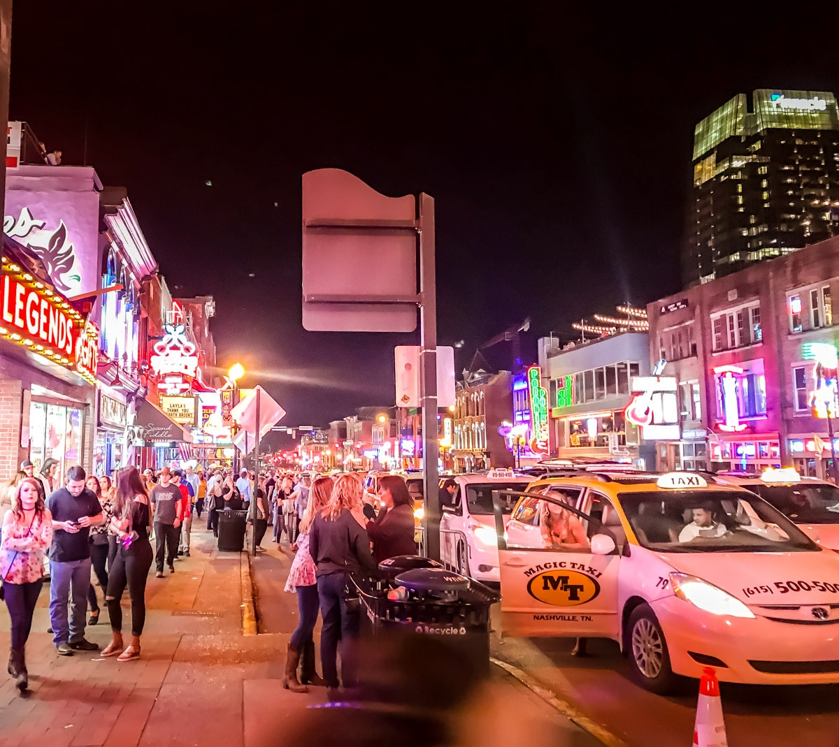 The Ultimate Nashville Travel Guide: 26 Things to do in Nashville - Broadway